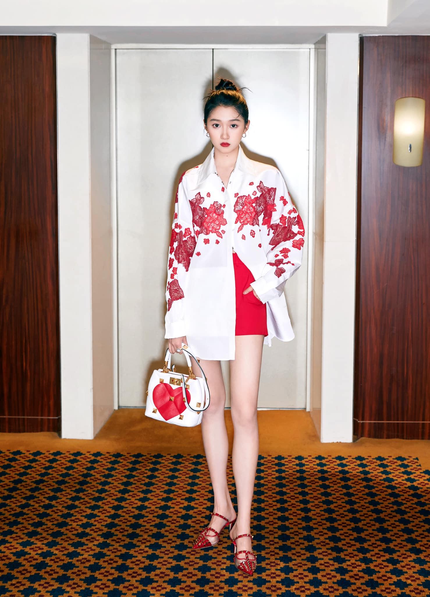 Son Ye Jin đại chiến Quan Hiểu Đồng khi diện áo na ná: Chị Đẹp lên đồ dìm dáng, mờ nhạt hơn hẳn bạn gái Luhan - Ảnh 4.