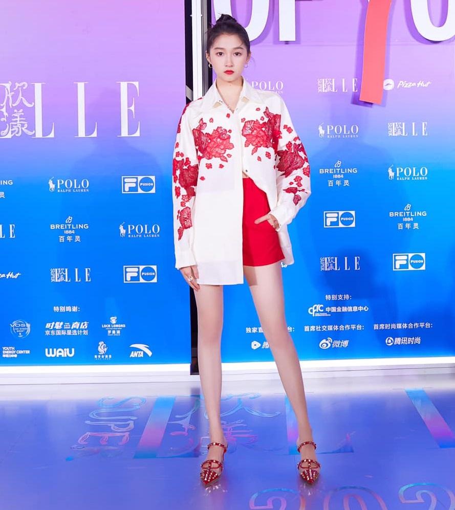 Son Ye Jin đại chiến Quan Hiểu Đồng khi diện áo na ná: Chị Đẹp lên đồ dìm dáng, mờ nhạt hơn hẳn bạn gái Luhan - Ảnh 5.