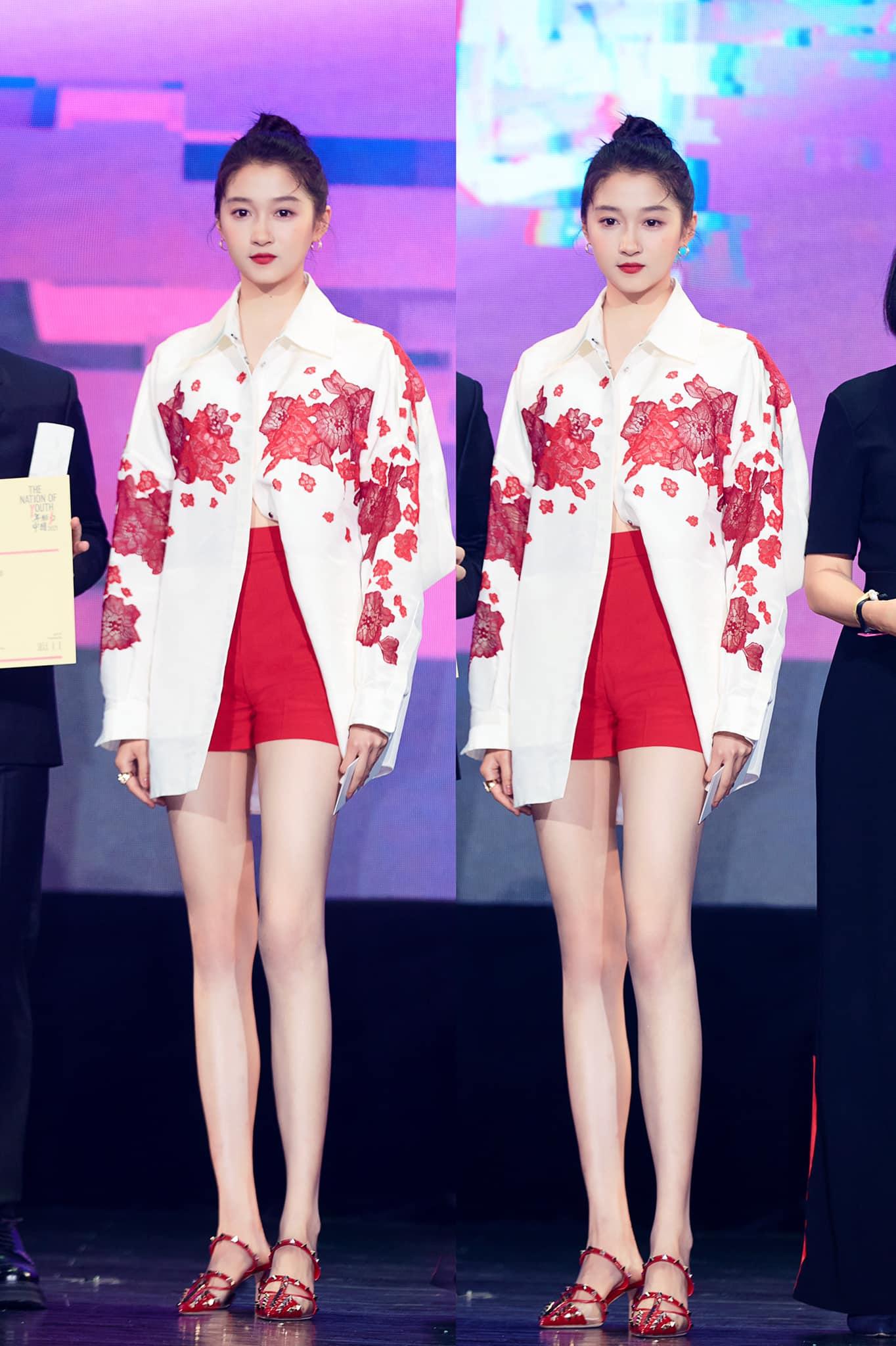 Son Ye Jin đại chiến Quan Hiểu Đồng khi diện áo na ná: Chị Đẹp lên đồ dìm dáng, mờ nhạt hơn hẳn bạn gái Luhan - Ảnh 6.