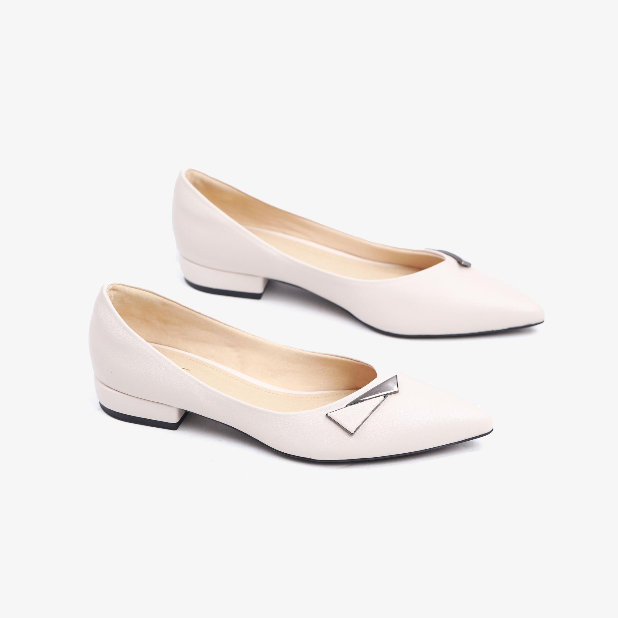 Kiểu giày chân ái của Son Ye Jin: Diện lên vừa hack dáng lại thanh lịch, style công sở sang hơn mấy phần - Ảnh 9.