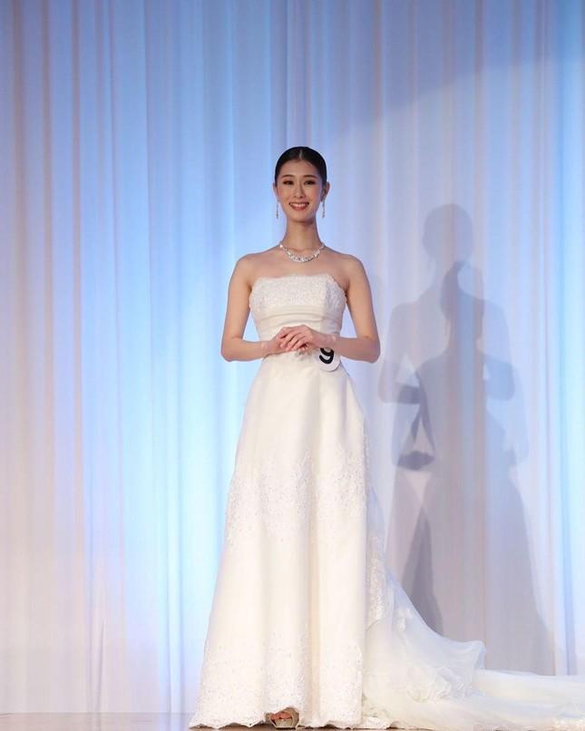 Nhan sắc bị chê nhạt nhòa của vũ công vừa đăng quang Hoa hậu Trái đất Nhật Bản - Ảnh 2.