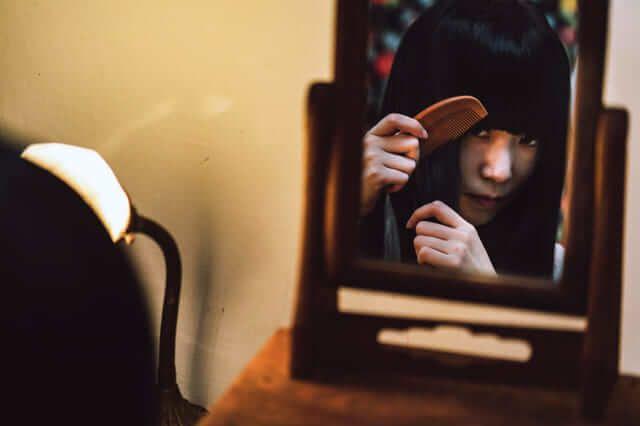 """Thiếu nữ sơn bị chiếc gương cầm tay màu tím """"giết chết"""", câu chuyện khiến người Nhật rùng mình và ám ảnh bởi 2 từ """"gương tím"""" - Ảnh 3."""
