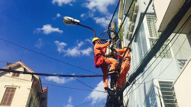Tiêu thụ điện khu vực miền Nam giảm mạnh trong những ngày đầu thực hiện Chỉ thị 16 - Ảnh 1.
