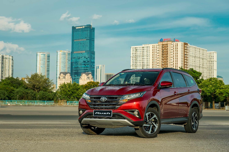 Xế hộp đa dụng Toyota Rush 2021 nâng cấp hệ thống giải trí, tặng bảo hiểm Vàng - Ảnh 1.