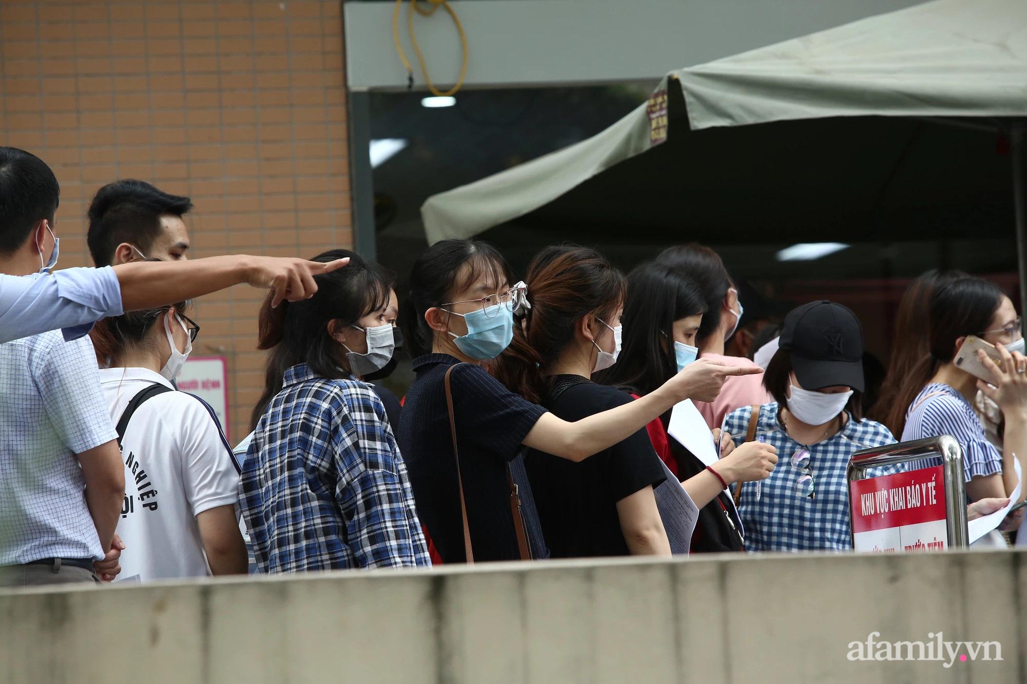 Bí thư thành ủy Hà Nội: Dừng ngay điểm tiêm vaccine Bệnh viện E, tránh tình trạng rối loạn - Ảnh 3.