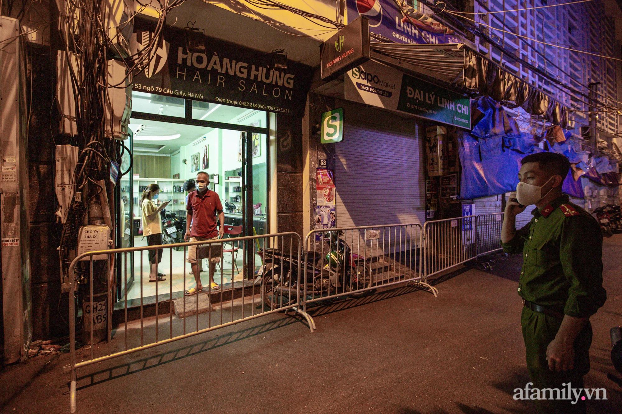 Hà Nội: Phong tỏa cửa hàng tạp hóa trong ngõ 79 đường Cầu Giấy, khẩn trương lấy mẫu xét nghiệm, truy vết trong đêm - Ảnh 5.