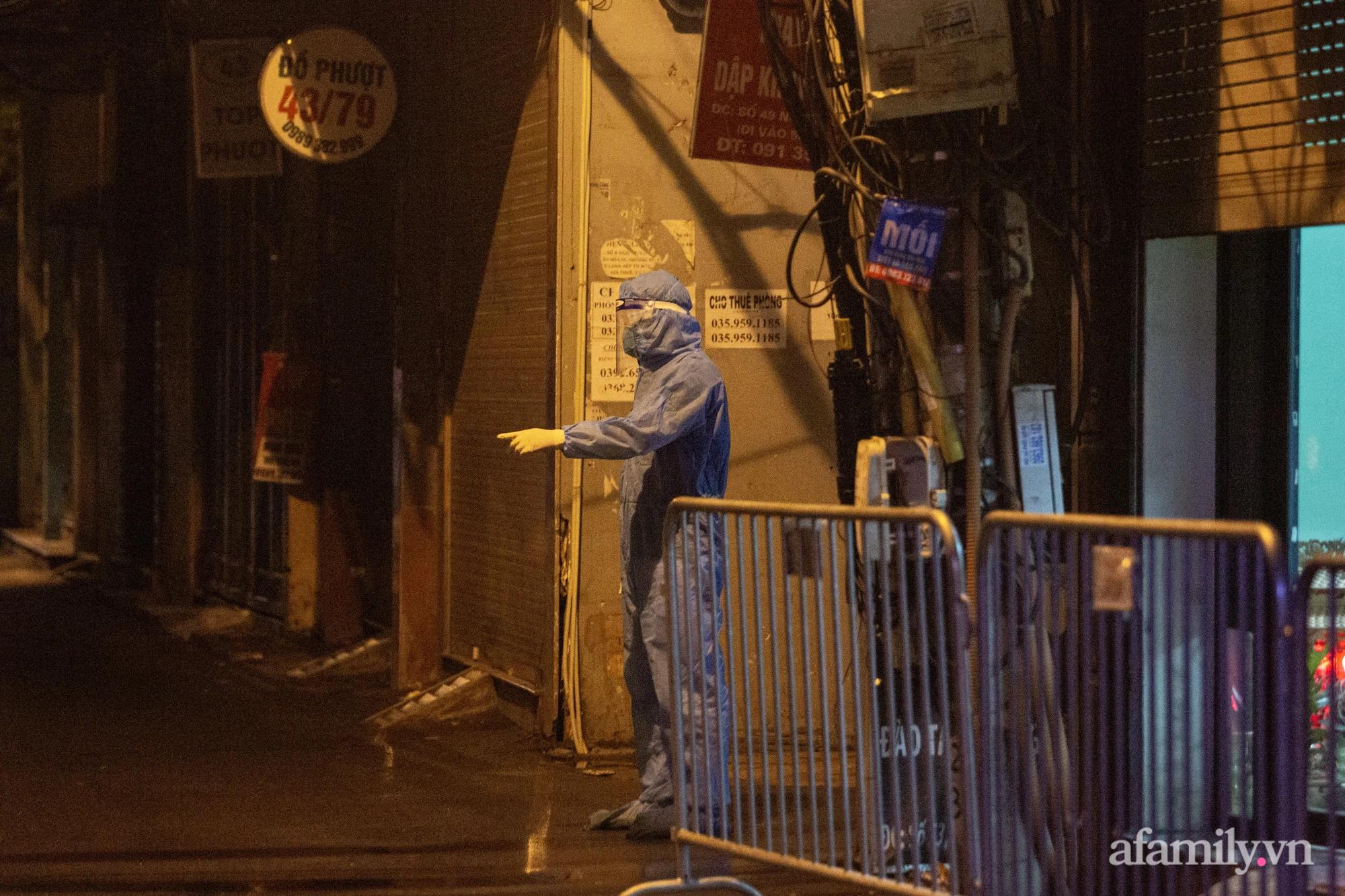 Hà Nội: Phong tỏa cửa hàng tạp hóa trong ngõ 79 đường Cầu Giấy, khẩn trương lấy mẫu xét nghiệm, truy vết trong đêm - Ảnh 7.