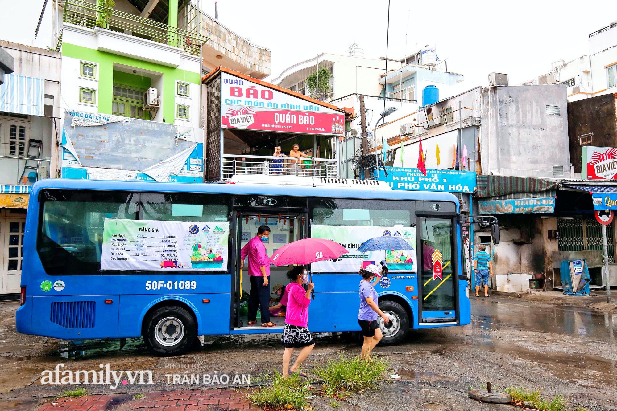 Người Sài Gòn lên xe buýt để... mua rau củ, thịt cá giá bình ổn, đảm bảo an toàn đủ các bước nhưng quan trọng chất lượng liệu ra sao? - Ảnh 2.