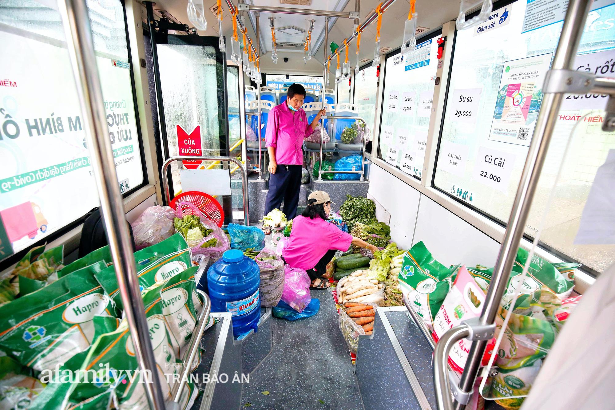 Người Sài Gòn lên xe buýt để... mua rau củ, thịt cá giá bình ổn, đảm bảo an toàn đủ các bước nhưng quan trọng chất lượng liệu ra sao? - Ảnh 5.