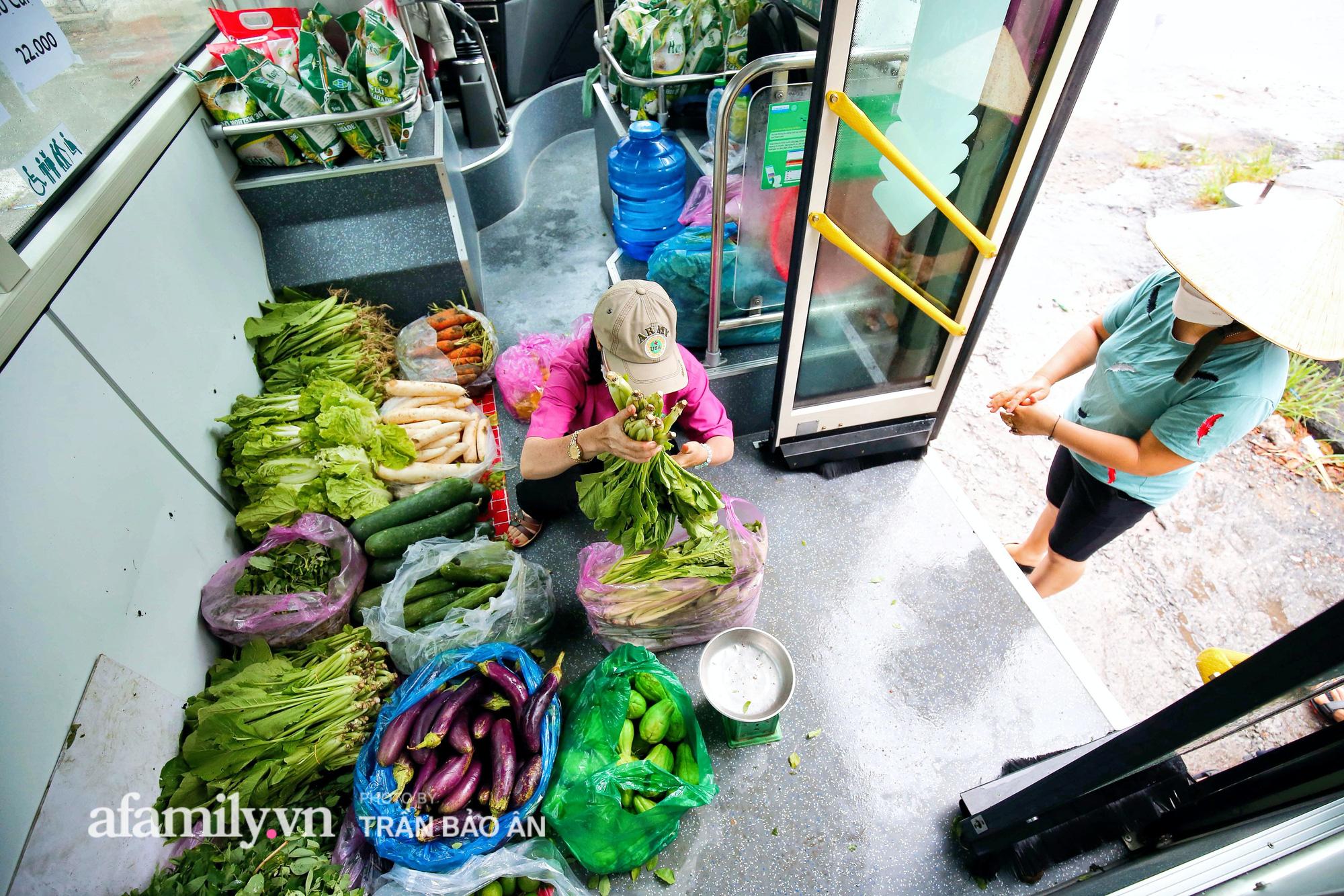Người Sài Gòn lên xe buýt để... mua rau củ, thịt cá giá bình ổn, đảm bảo an toàn đủ các bước nhưng quan trọng chất lượng liệu ra sao? - Ảnh 8.