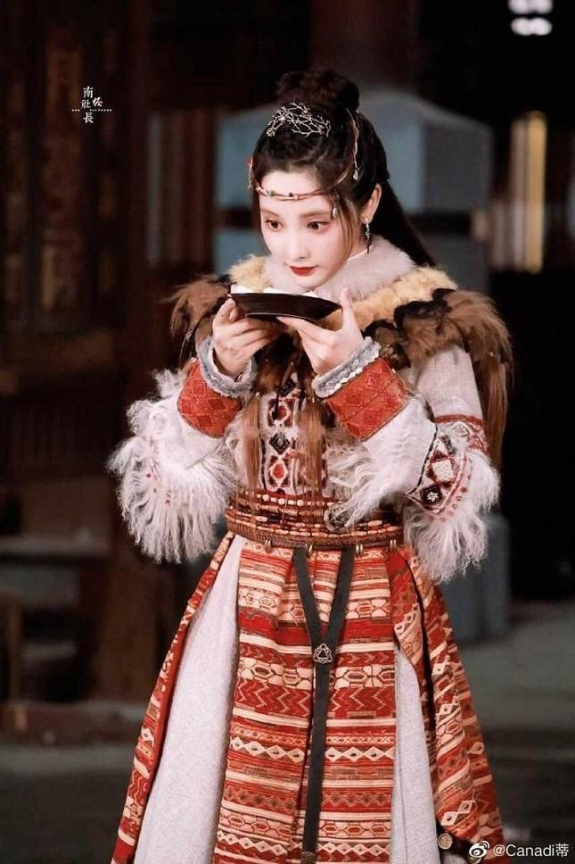 """Mỹ nữ """"Đông Cung"""" - Bành Tiểu Nhiễm cực xinh khi đóng cặp Phùng Thiệu Phong, netizen kêu gào tránh xa chồng cũ Triệu Lệ Dĩnh  - Ảnh 5."""