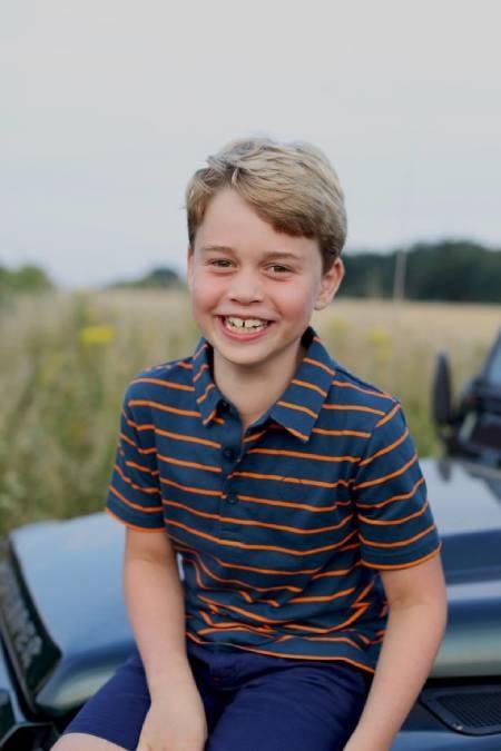 Công nương Kate tung ảnh mừng sinh nhật Hoàng tử George 8 tuổi, chứa chi tiết ẩn ý gửi nhà Meghan - Ảnh 1.