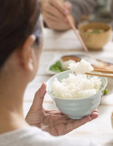 """Đây là sai lầm ăn cơm nguy hiểm của nhiều người Việt, nếu không sớm thay đổi thì gia đình bạn sẽ """"rước"""" đủ thứ bệnh - Ảnh 8."""