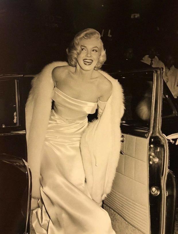 """""""Bom sex"""" Marilyn Monroe: Đâu chỉ có sắc vóc, gu thời trang của bà từ hàng chục thập kỉ trước đã đẹp muốn điên lên - Ảnh 3."""