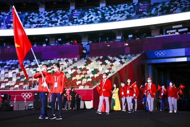 Lễ khai mạc Olympic Tokyo 2020: Rực rỡ sắc màu, đoàn thể thao Việt Nam xuất hiện tràn đầy nhiệt huyết - Ảnh 22.