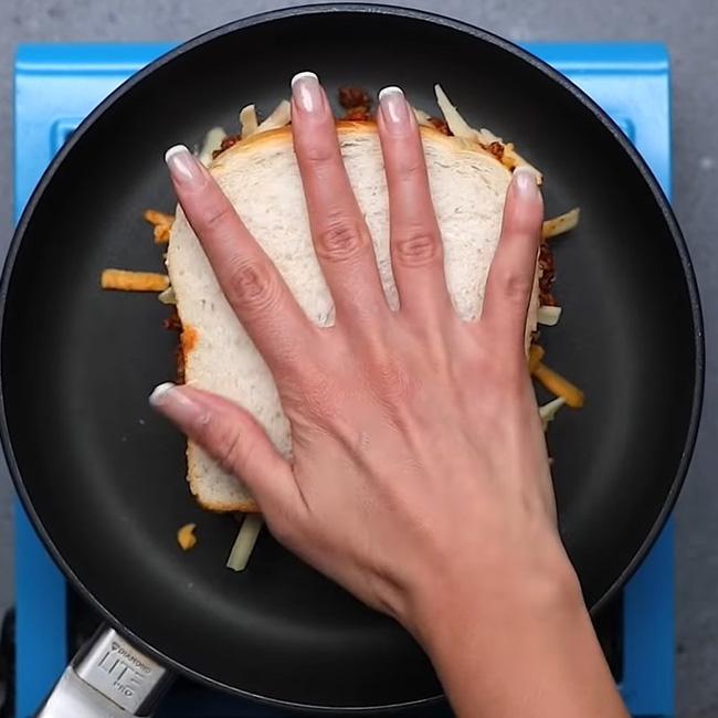 """3 cách """"hô biến"""" ổ bánh mỳ thành món ăn vừa ngon vừa sang mắt: Khoe thành phẩm đảm bảo ngàn like! - Ảnh 20."""