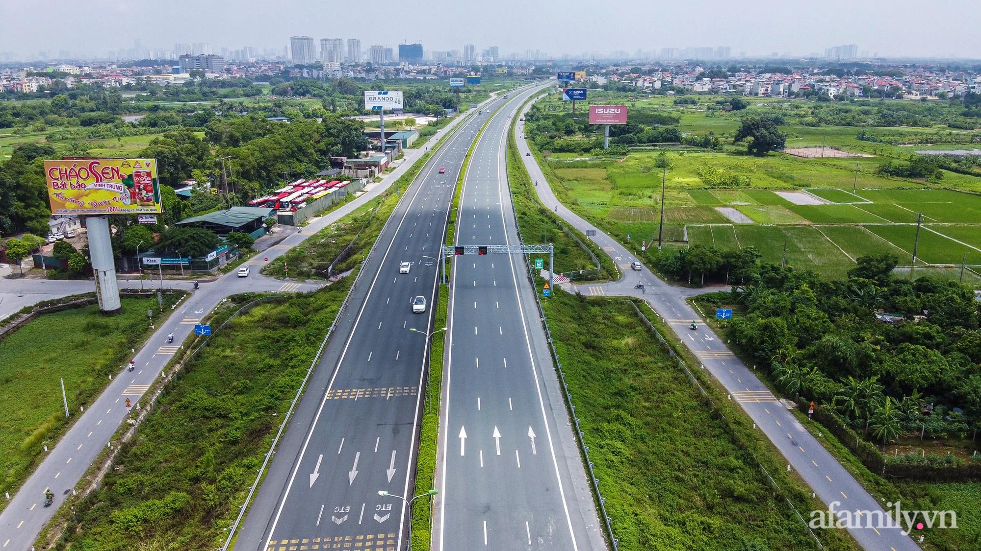 """Ngày đầu cách ly xã hội, 100% phương tiện tại 22 chốt kiểm soát đều phải quay đầu, các xe không thuộc """"luồng xanh"""" cần tránh lộ trình đi qua Hà Nội - Ảnh 10."""