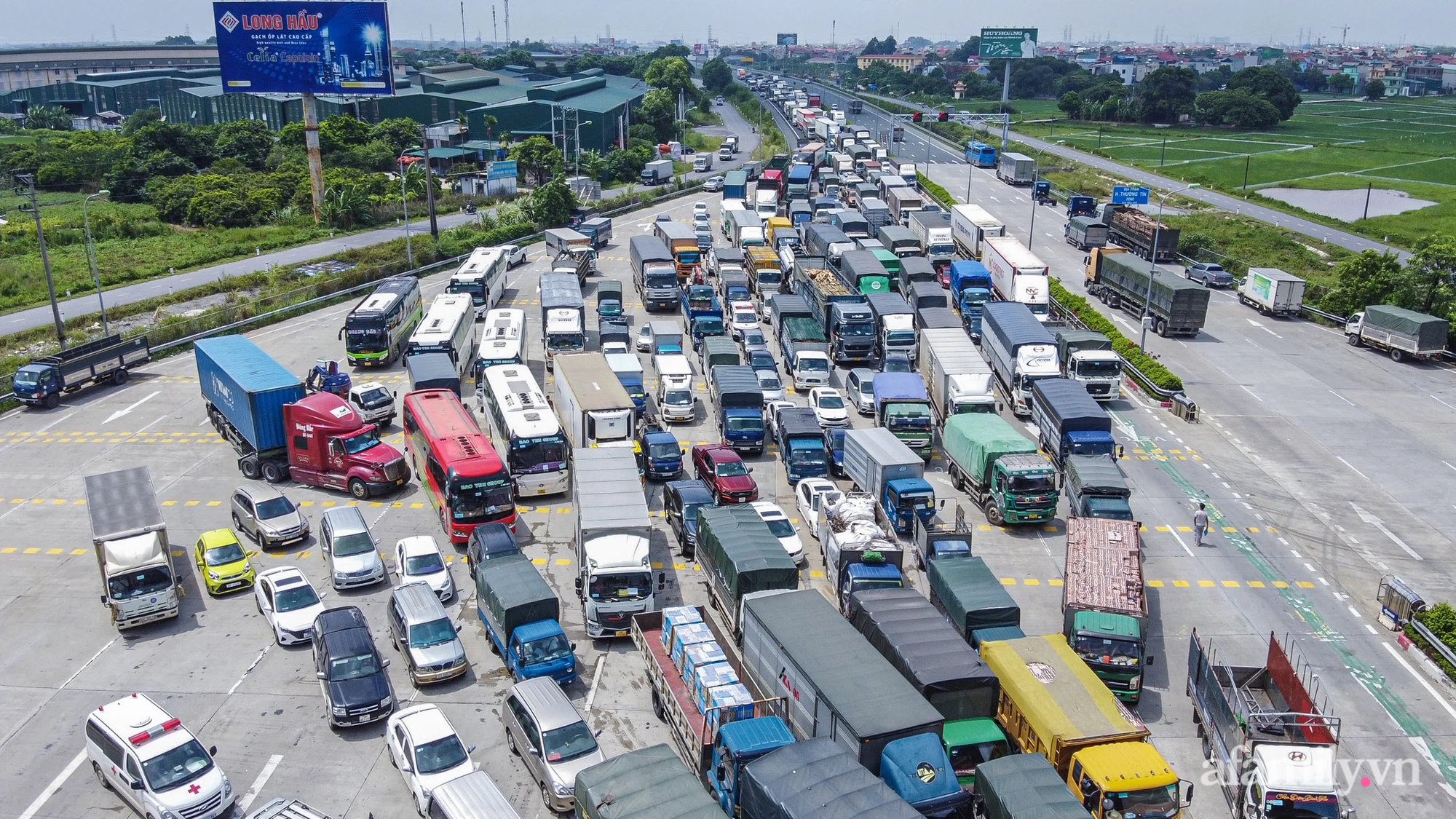 """Ngày đầu cách ly xã hội, 100% phương tiện tại 22 chốt kiểm soát đều phải quay đầu, các xe không thuộc """"luồng xanh"""" cần tránh lộ trình đi qua Hà Nội - Ảnh 14."""