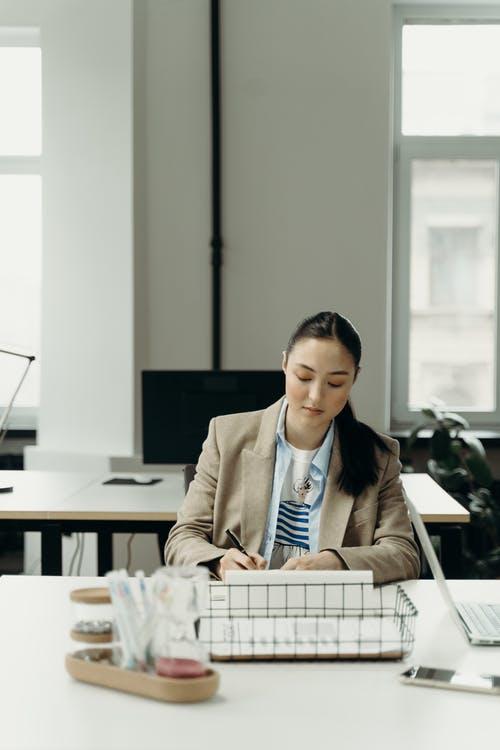 Phụ nữ mang thai đi làm hay sợ bị công ty đuổi việc, muốn tránh tình huống xấu này bạn cần hiểu rõ 2 điều tối quan trọng - Ảnh 2.