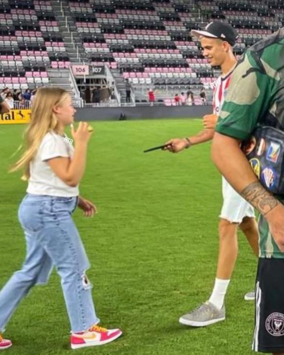 Ngoại hình khi lên 10 của con gái David Beckham tiếp tục gây chú ý - Ảnh 3.