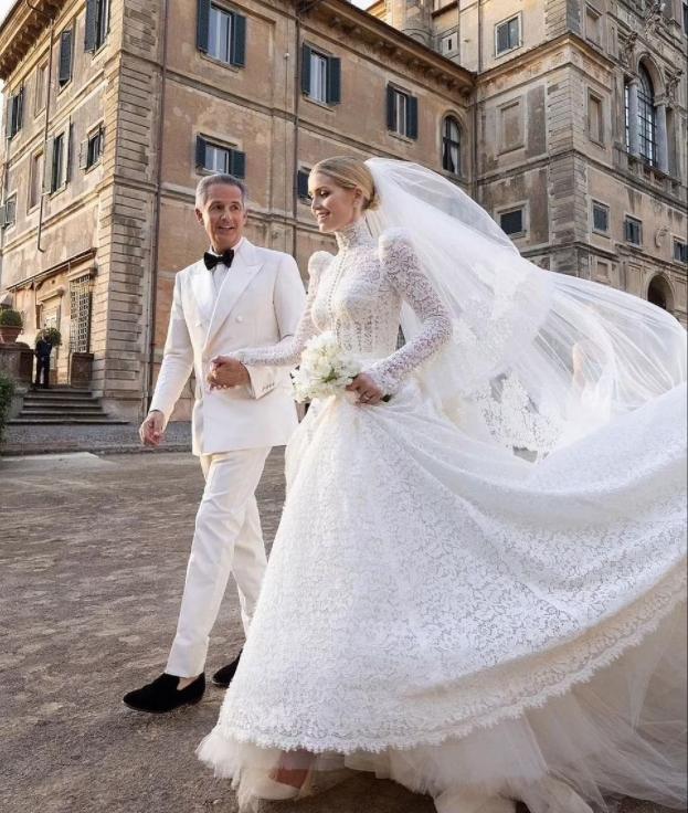 Cháu gái Công nương Diana từ chối đeo vương miện gia truyền trong ngày cưới: Ý nghĩa ẩn sâu khiến ai nấy đều xúc động - Ảnh 1.