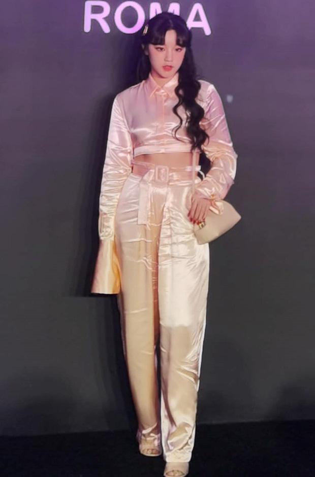Rosé diện váy rõ đẹp nhưng lại mắc lỗi khiến cho bộ đồ nhìn như hàng chợ  - Ảnh 4.
