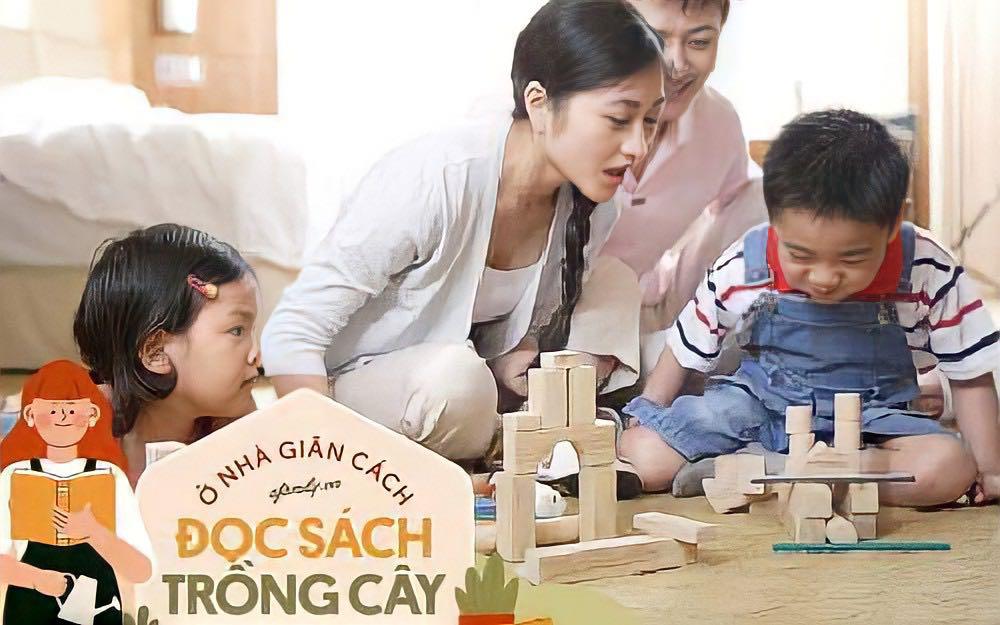 Chỉ cần một cú click, bố mẹ có thể mang cả thế giới sắc màu về ô cửa phòng con trong những ngày giãn cách