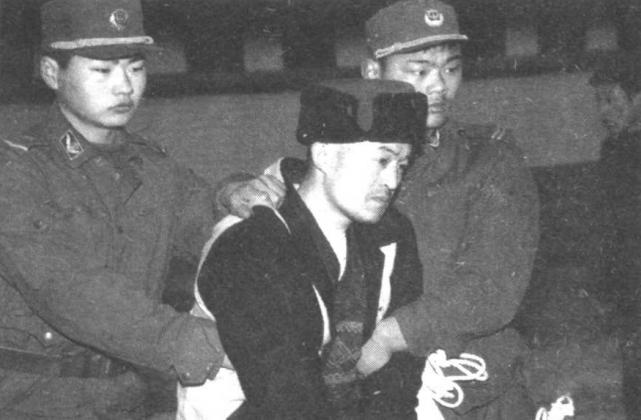 """""""Con quỷ điên loạn"""" - sát nhân bệnh hoạn nhất Trung Quốc: Bị cái nghèo vùi dập tài năng, nhân cách biến dạng từ sự căm phẫn đối với xã hội - Ảnh 1."""
