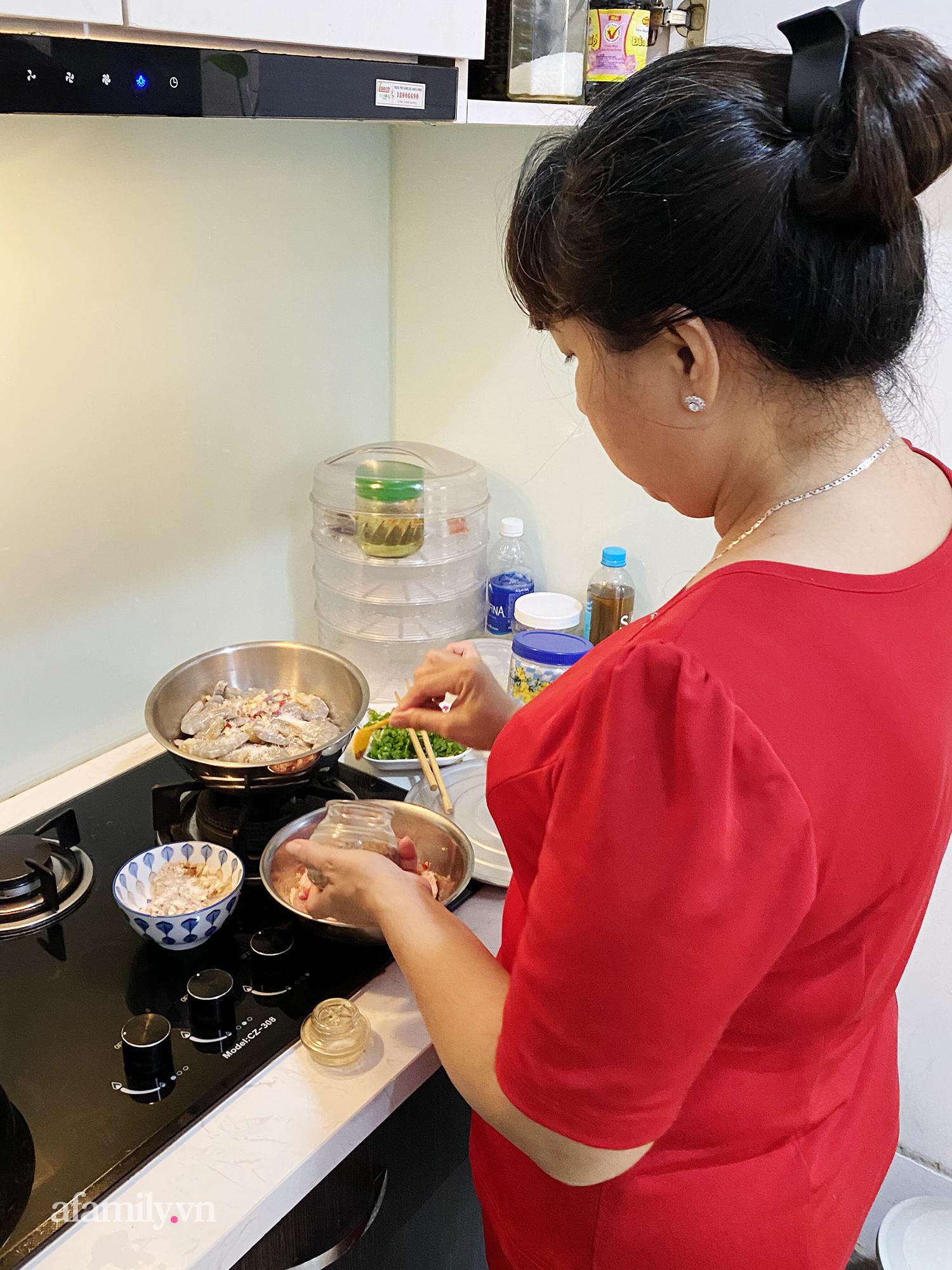 """Ở nhà giãn cách, bà mẹ đau đầu với """"hạm đội"""" 7 người diệt sạch hơn 2kg thịt cho 2 bữa ăn, tiền chợ trước dịch từ 300k thành 700k/ngày - Ảnh 4."""