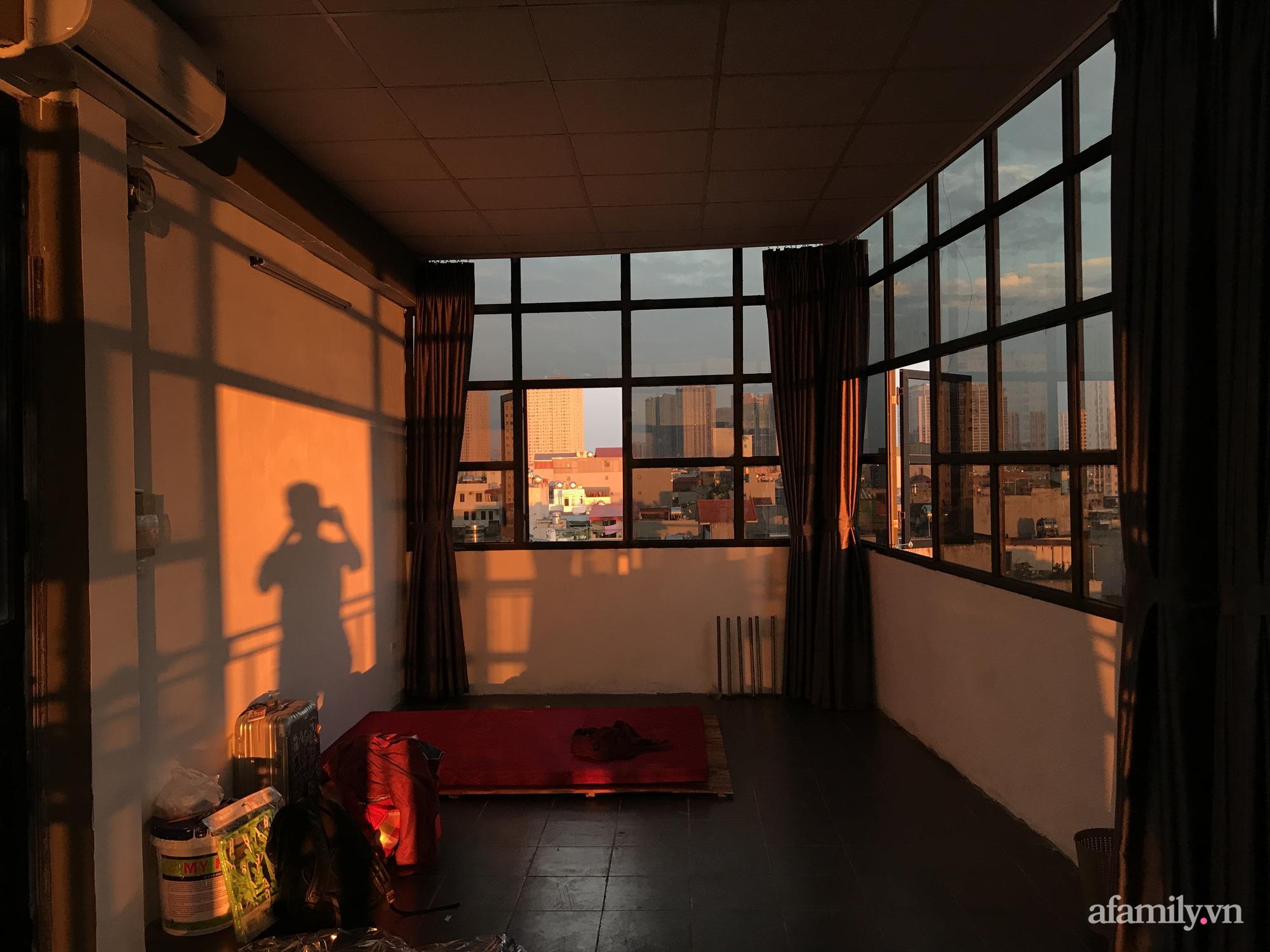 Với 5 triệu đồng để cải tạo, chàng trai Hà Nội có ngay phòng ốc siêu xịn sò như studio tạp chí - Ảnh 2.