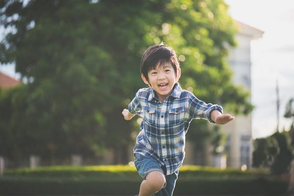 Trẻ ít ốm vặt, sức đề kháng tốt có chung 4 đặc điểm này: Con bạn được bao nhiêu cái? - Ảnh 2.