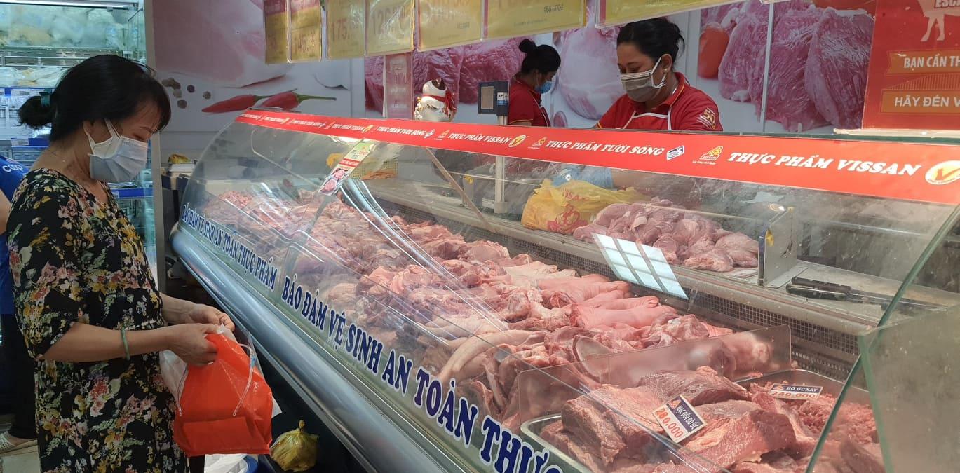 Vissan tạm ngưng bán thịt heo đóng vỉ, bà nội trợ Sài Gòn mua thịt heo ở đâu? - Ảnh 2.