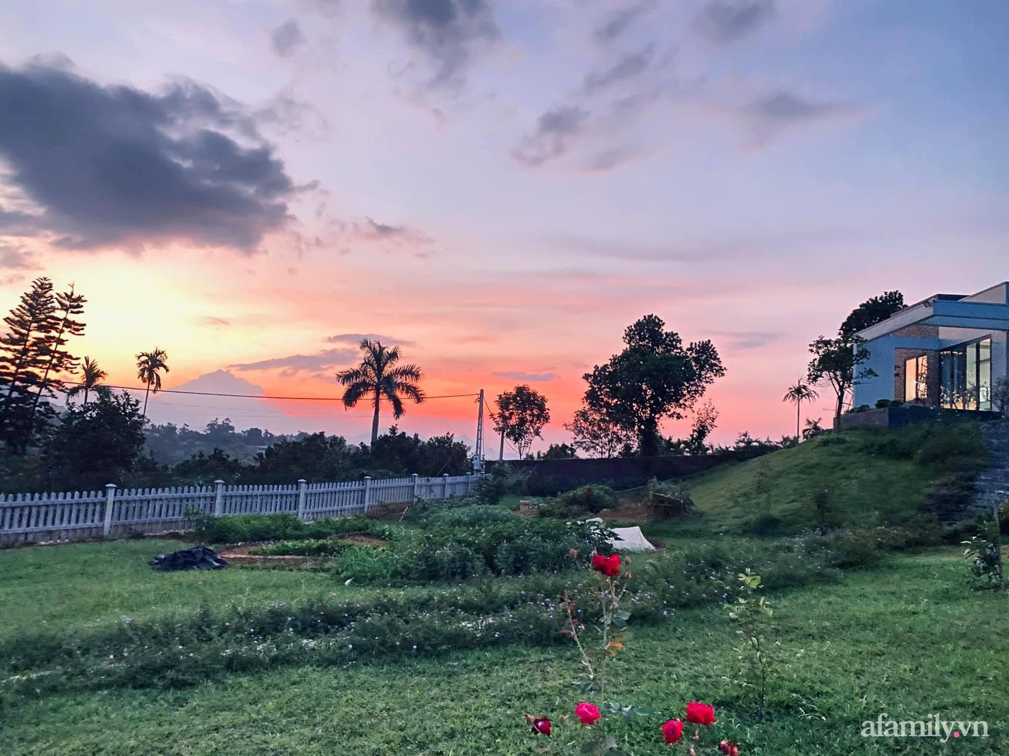 Căn nhà vườn trên núi đẹp an yên, tĩnh lặng với những xanh tươi đẹp đẽ ở ngoại thành Hà Nội - Ảnh 2.