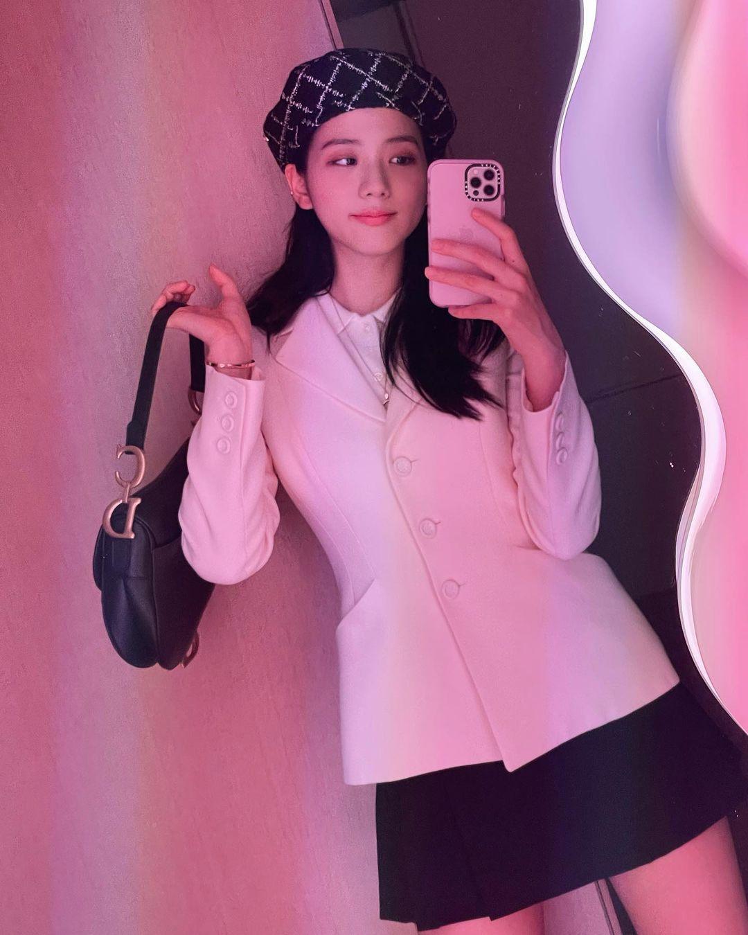 """Đụng áo với Jisoo, Hoa hậu Tiểu Vy lên đồ cá tính hơn hẳn mỹ nhân """"hiền khô"""" của BLACKPINK - Ảnh 6."""