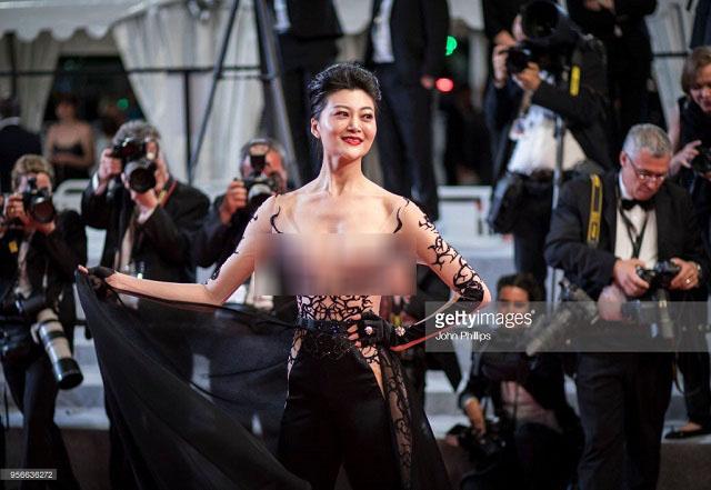 """Loạt khách mời vô danh khiến thảm đỏ Cannes """"dậy sóng"""": Ăn mặc lố lăng, có người còn uốn éo khoe luôn vòng 1 - Ảnh 13."""