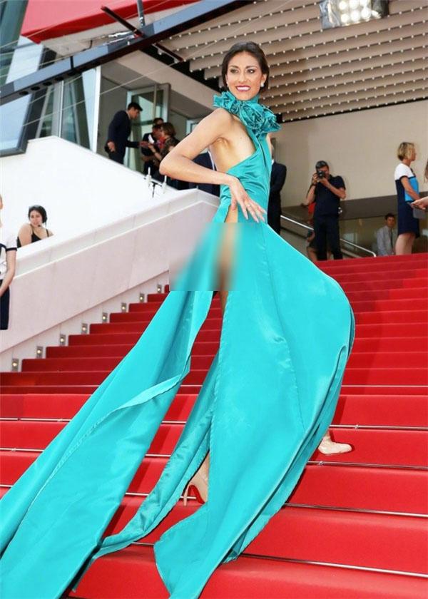 """Loạt khách mời vô danh khiến thảm đỏ Cannes """"dậy sóng"""": Ăn mặc lố lăng, có người còn uốn éo khoe luôn vòng 1 - Ảnh 7."""