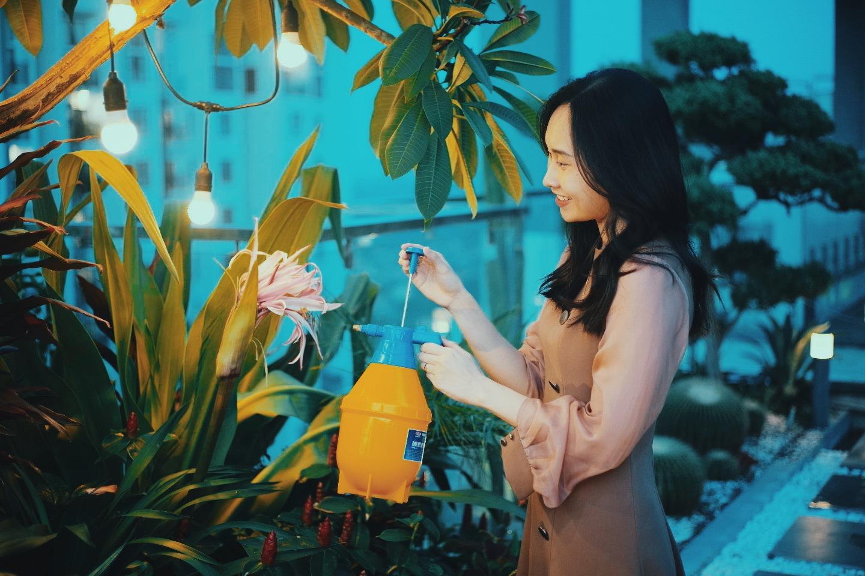 """""""Hồ sen"""" với đủ loại hoa hiếm trên penthouse 300m² của travel blogger dành tặng vợ ở Hà Nội - Ảnh 10."""