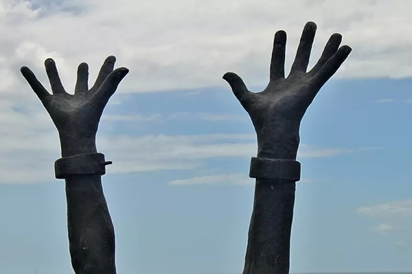 Hoàng tử Ả Rập bị điều tra vì biến 7 giúp việc thành nô lệ thời hiện đại - Ảnh 1.