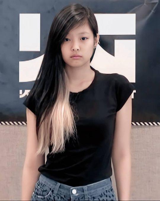 """Gu thời trang """"không phải dạng vừa"""" của Black Pink trước khi debut: Jennie có kiểu tóc cực chơi, Rosé """"bén"""" hơn hẳn hiện tại - Ảnh 1."""