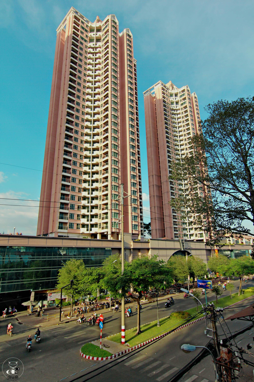 """Thuận Kiều Plaza: Từ biểu tượng hoa lệ Sài Gòn một thời, trải qua 3 thập kỷ đầy """"tai tiếng"""" với đủ thứ chuyện u mê và hy vọng hồi sinh giữa đại dịch - Ảnh 2."""