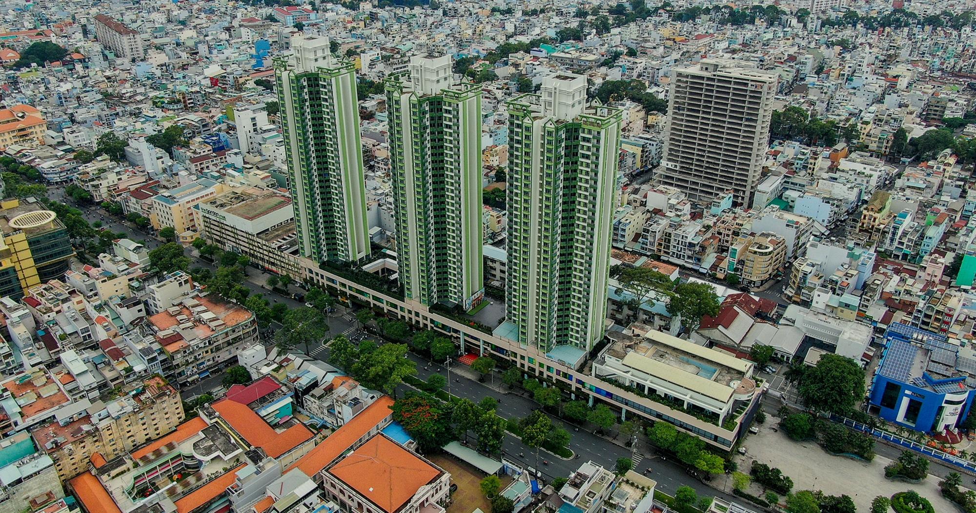 """Thuận Kiều Plaza: Từ biểu tượng hoa lệ Sài Gòn một thời, trải qua 3 thập kỷ đầy """"tai tiếng"""" với đủ thứ chuyện u mê và hy vọng hồi sinh giữa đại dịch - Ảnh 1."""