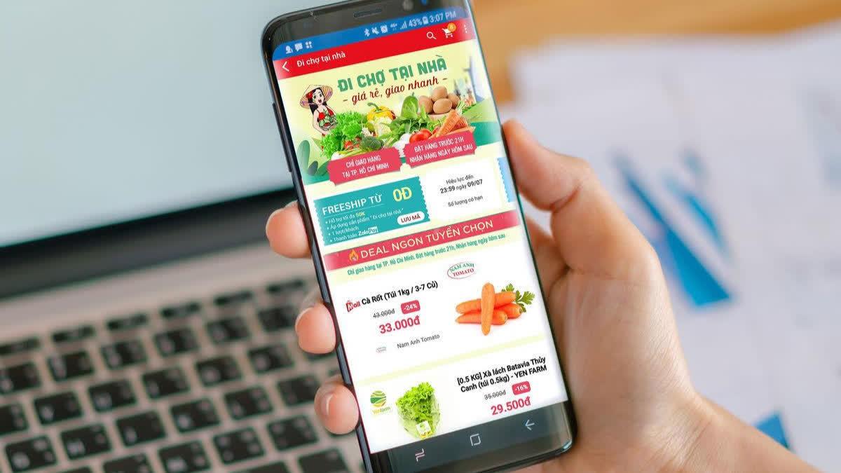 Sống tại Sài Gòn, bạn có nhiều cách mua online tại nhà đầy đủ nhu yếu phẩm dù giãn cách xã hội theo Chỉ thị 16 - Ảnh 2.