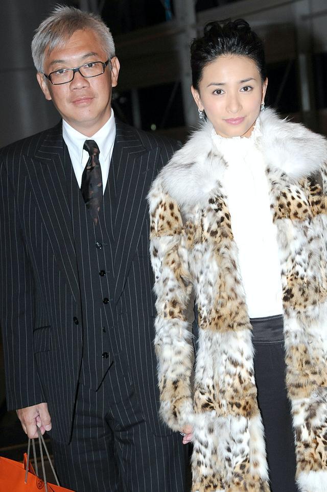"""Nàng Á hậu cưới tỷ phú máu mặt Hong Kong rồi """"bẻ ngoặt"""" quy tắc nhà hào môn, trước khi chồng đột tử còn để lại cho vợ món quà hơn 1000 tỷ! - Ảnh 7."""