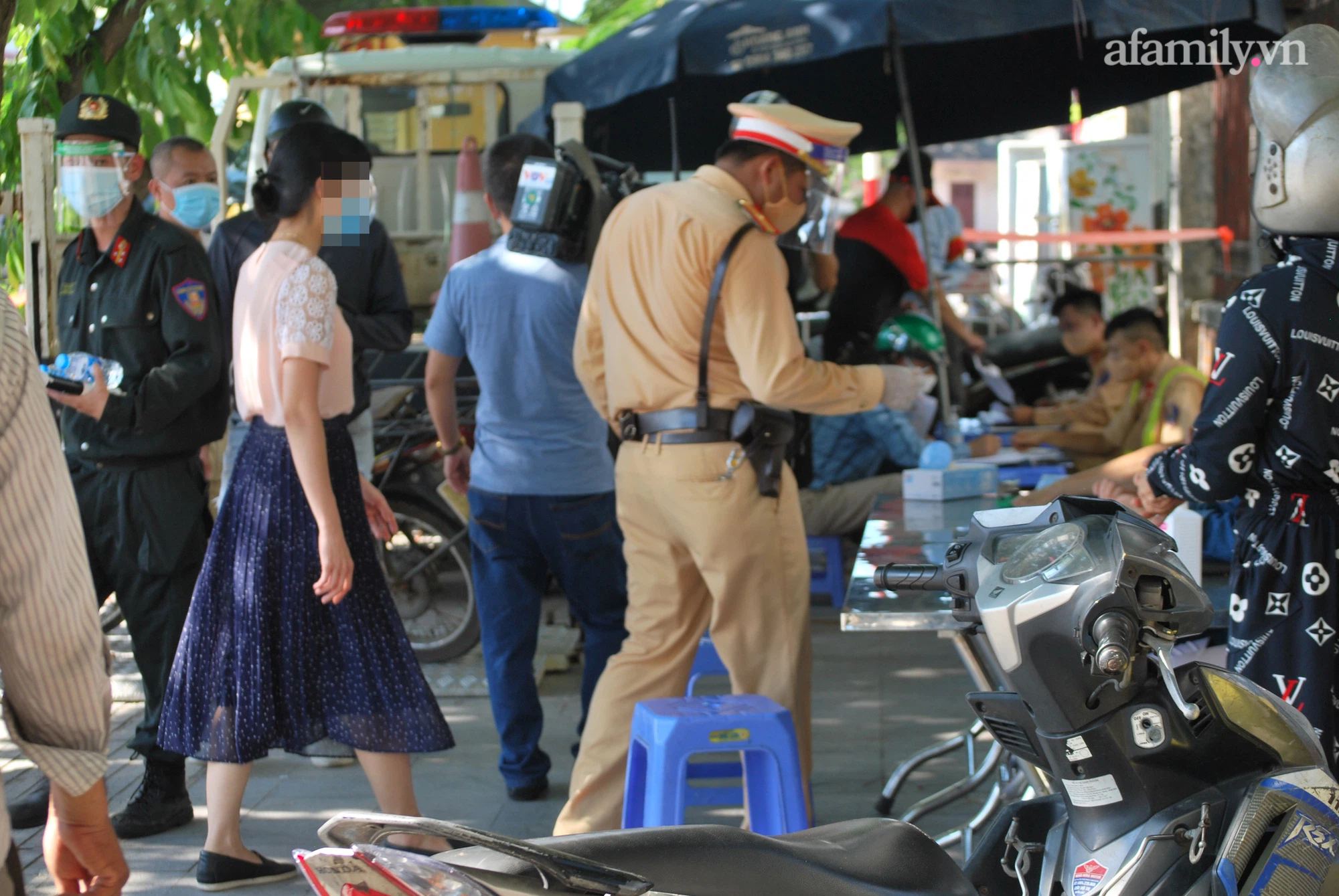 Tổ công tác kiểm tra hành chính đối với những người không có giấy đi đường