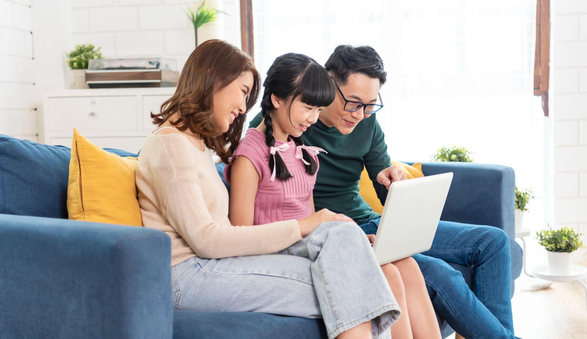 Nguyên tắc vàng giúp trẻ tạo thói quen sử dụng internet an toàn, lành mạnh - Ảnh 1.
