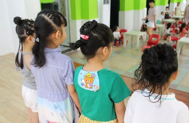 Con gái khóc lóc không chịu đi học, mẹ xót xa nhận ra nguyên nhân từ một việc mà các cô ở mẫu giáo thường xuyên làm  - Ảnh 3.