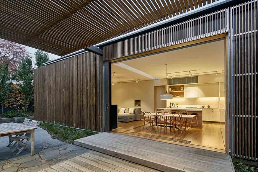 Căn nhà gỗ một tầng mang cuộc sống của gia đình trẻ hòa mình cùng thiên nhiên - Ảnh 2.