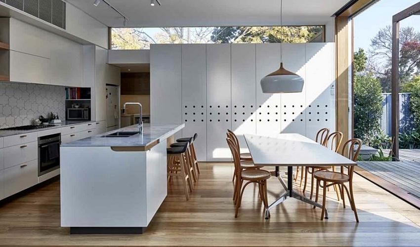 Căn nhà gỗ một tầng mang cuộc sống của gia đình trẻ hòa mình cùng thiên nhiên - Ảnh 4.