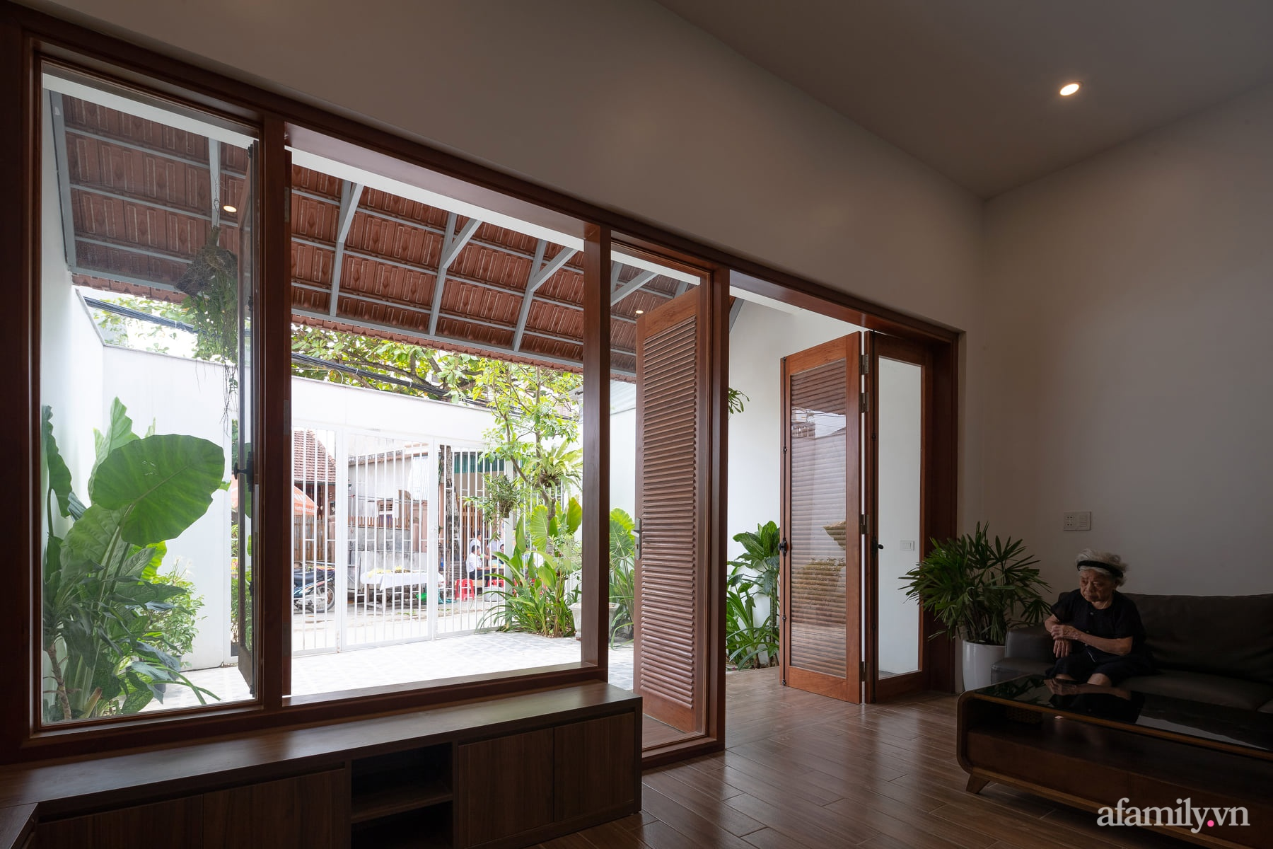 Ngôi nhà ngói gói gọn bình yên với những tiện nghi và hiện đại ở thị trấn nông thôn Nghệ An - Ảnh 7.