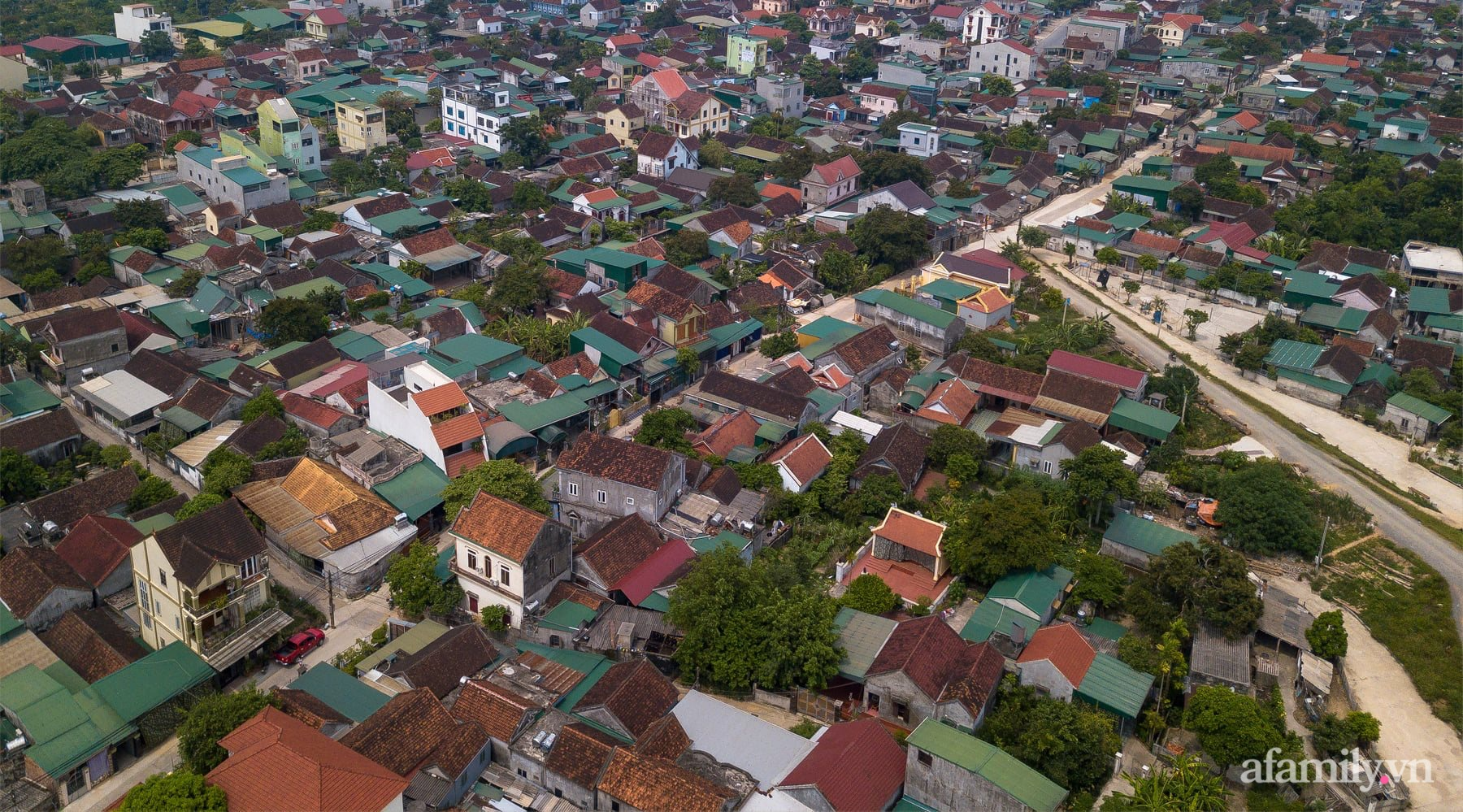 Ngôi nhà ngói gói gọn bình yên với những tiện nghi và hiện đại ở thị trấn nông thôn Nghệ An - Ảnh 1.